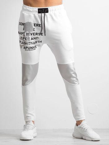 Białe męskie spodnie dresowe z nadrukiem