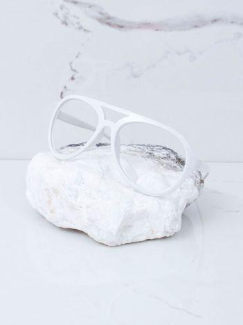 Białe okulary bez szkieł
