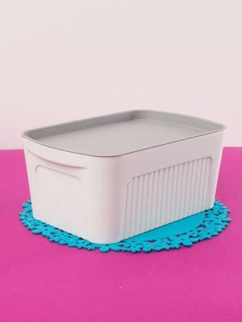 Białe pudełko z pokrywką