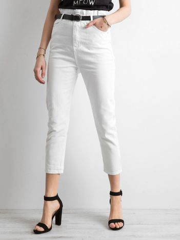 Białe spodnie high waist z paskiem