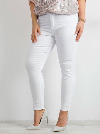 Białe spodnie jeansowe PLUS SIZE