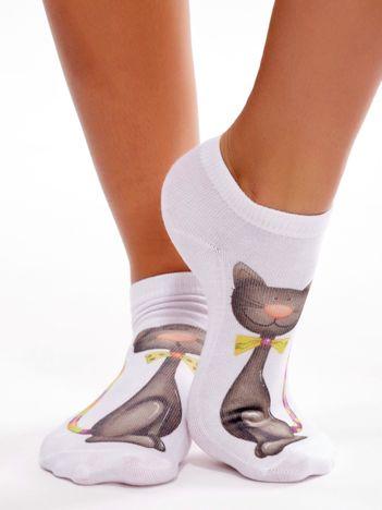 Białe stopki damskie z rysunkowym nadrukiem kota