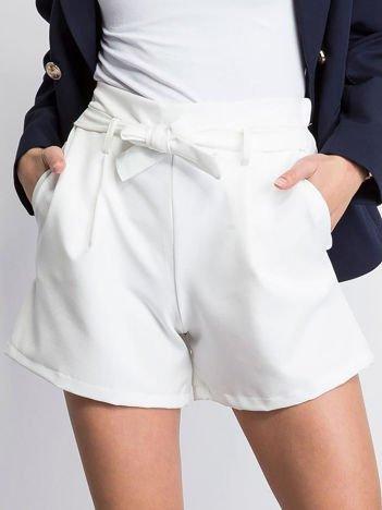 Białe szorty Toastie