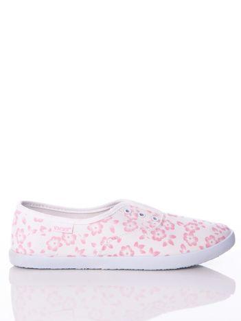 Białe trampki w różowe kwiaty