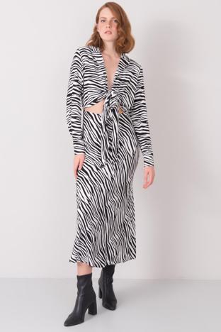 Biało-czarna długa sukienka BSL