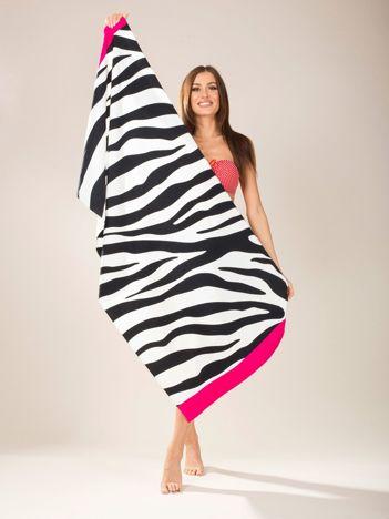 Biało-czarny ręcznik plażowy w paski