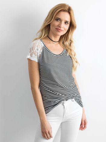 Biało-czarny t-shirt w paski