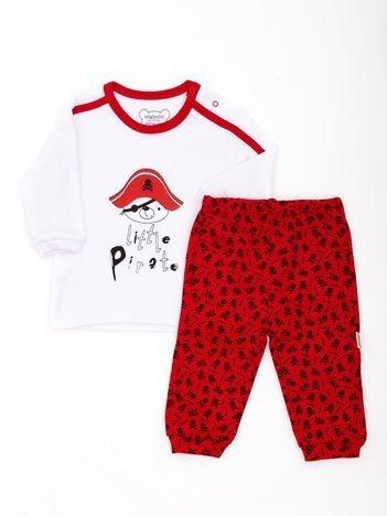Biało-czerwona piżama dziecięca z pirackim nadrukiem