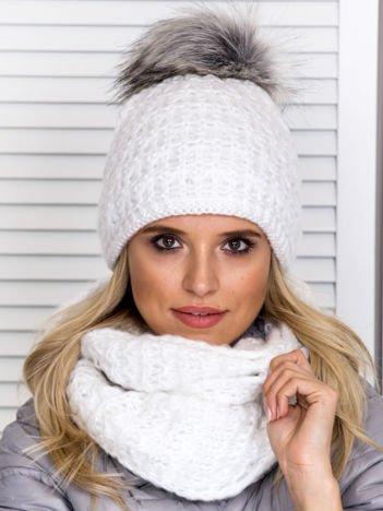 Biały komplet damski czapka z pomponem i komin