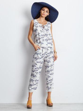 Biały komplet w roślinne wzory top i spodnie