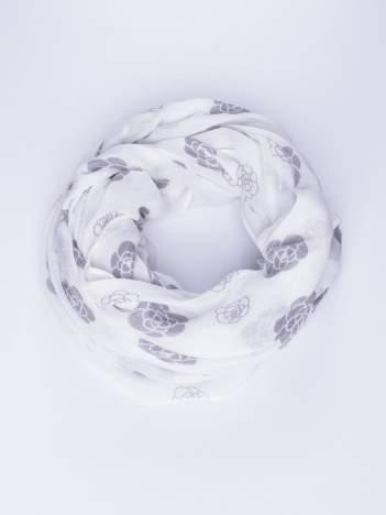 Biały lekki szal w kwiatki