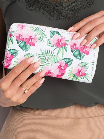 Biały portfel w kwiaty