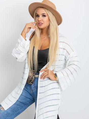 Biały sweter plus size Motive