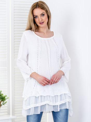 Biały sweter z warstwowymi falbanami
