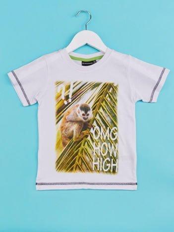Biały t-shirt chłopięcy z małpką