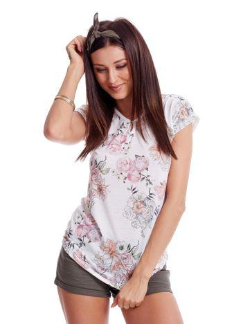 Biały t-shirt w malarskie kwiatowe desenie