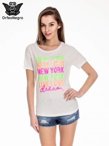 Biały t-shirt z kolorową aplikacją NEW YORK z cekinów