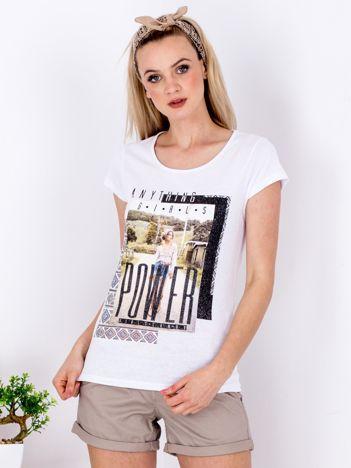 Biały t-shirt z nadrukiem boho