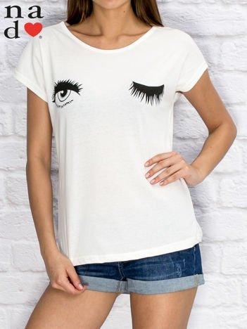 Biały t-shirt z nadrukiem oczu
