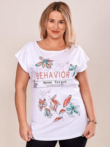 Biały t-shirt z napisem i motywem roślinnym PLUS SIZE