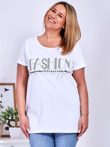 Biały t-shirt z napisem z dżetów PLUS SIZE