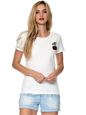 Biały t-shirt z naszywką wiśni