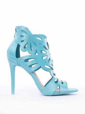 Błękitne sandały z ażurową cholewką z satyny