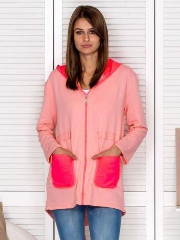 Bluza damska z kontrastowymi kieszeniami różowa