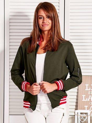 Bluza damska z kontrastowymi ściągaczami i naszywkami khaki