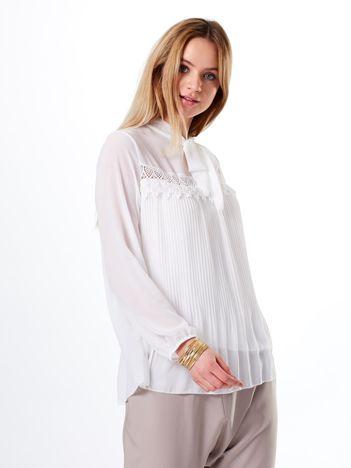 Bluzka biała plisowana z wiązaniem