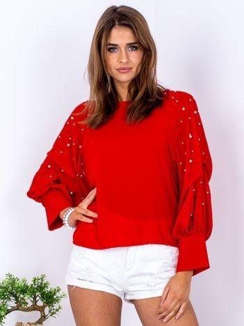 Bluzka czerwona z drapowanymi rękawami i perełkami