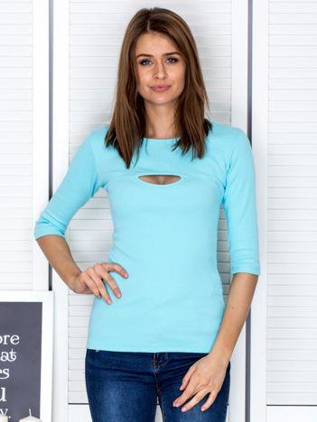 Bluzka jasnoniebieska z wycięciem na dekolcie