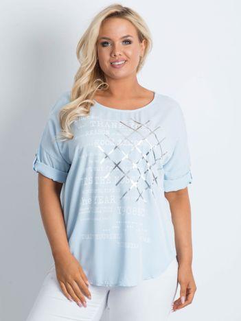 Bluzka plus size z nadrukiem jasnoniebieska