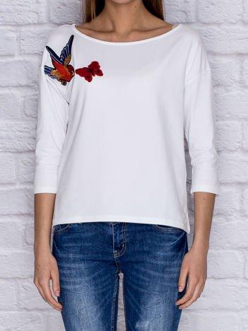 Bluzka z naszywką ptaka i motyla biała