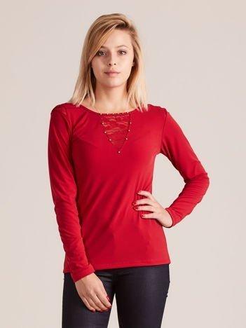 Bluzka z perełkami na dekolcie czerwona