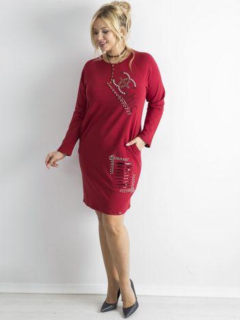 Bordowa dresowa sukienka ze zdobieniami PLUS SIZE