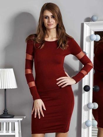 Bordowa sukienka z transparentnymi wstawkami