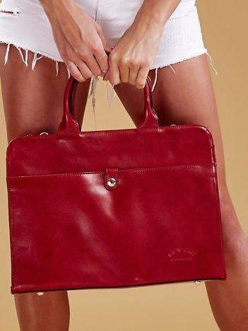 Bordowa torba damska ze skóry w miejskim stylu