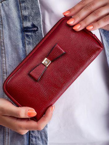 Bordowy elegancki portfel na suwak z ozdobną kokardką