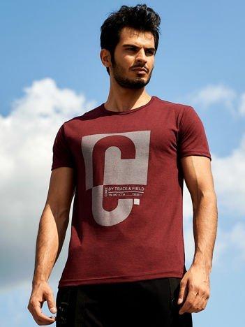 Bordowy t-shirt męski z nadrukiem w ukośne paski
