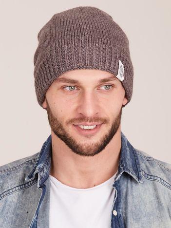 Brązowa czapka męska z motywem geometrycznym