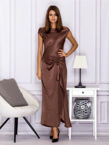 Brązowa długa sukienka z falbaną