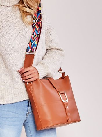 Brązowa miękka torba z kolorowym paskiem