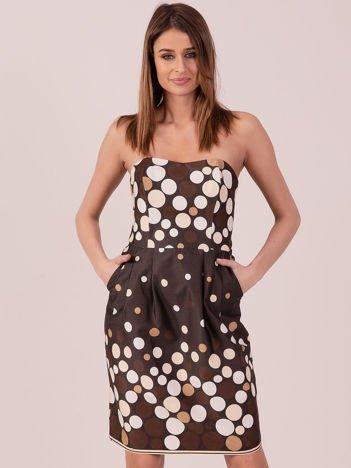 Brązowa sukienka koktajlowa w kolorowe grochy