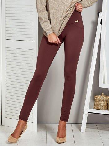 Brązowe legginsy z elastycznym pasem