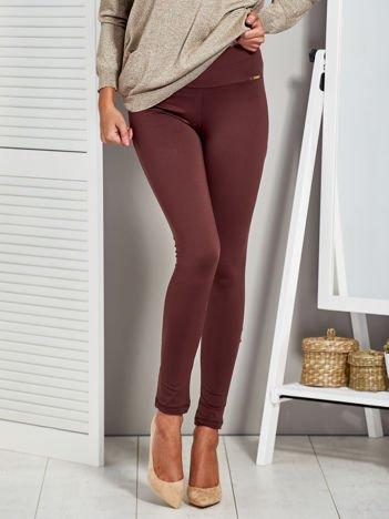 Brązowe legginsy z imitacją kieszeni