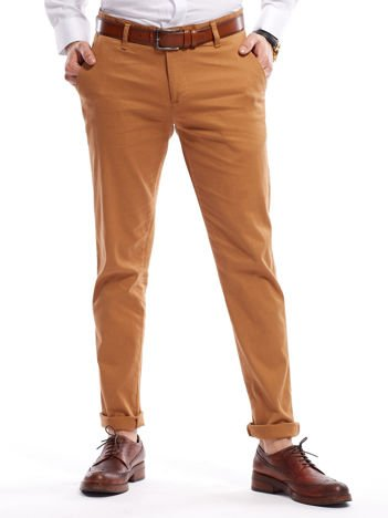 Brązowe spodnie męskie chinosy o prostym kroju