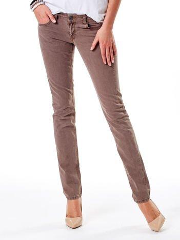Brązowe spodnie o kroju regular