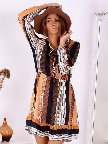 Brązowo-musztardowa szyfonowa sukienka rozkloszowana w paski i wzory
