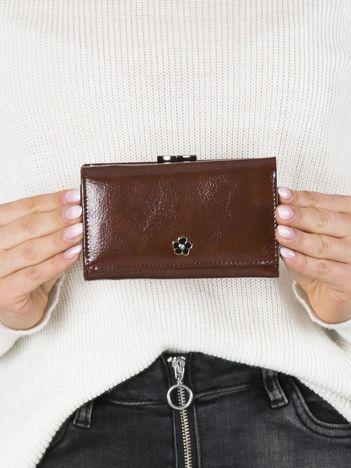 Brązowy mały portfel skórzany
